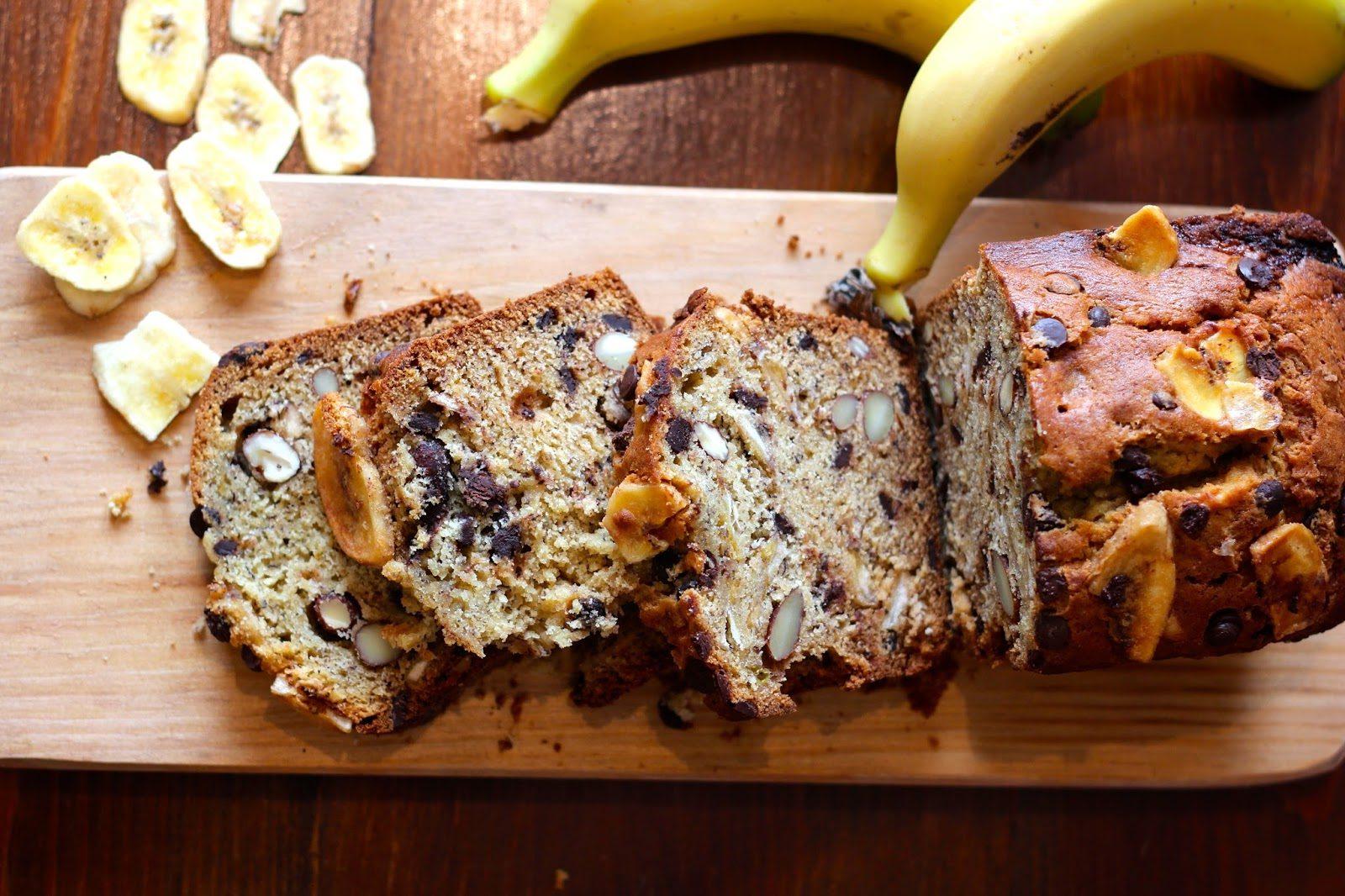 Bolo de Banana com Chocolate e Amêndoas
