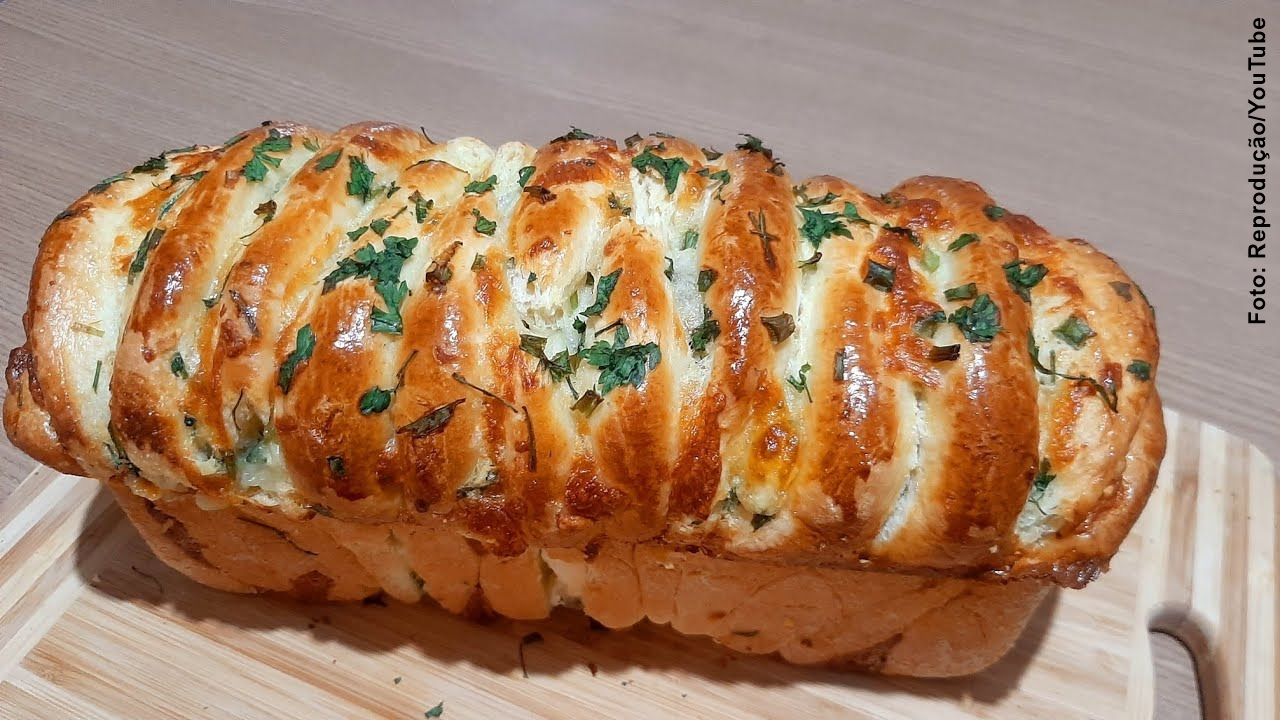 Pão de Alho Caseiro em Camadas